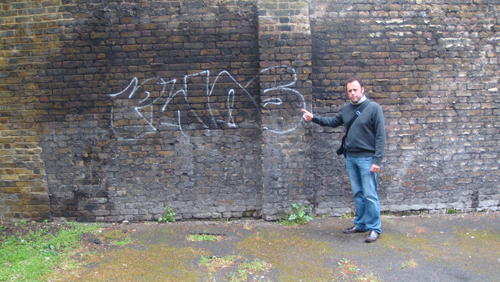 Cllr Wellbelove reporting graffiti on William Bonney Estate
